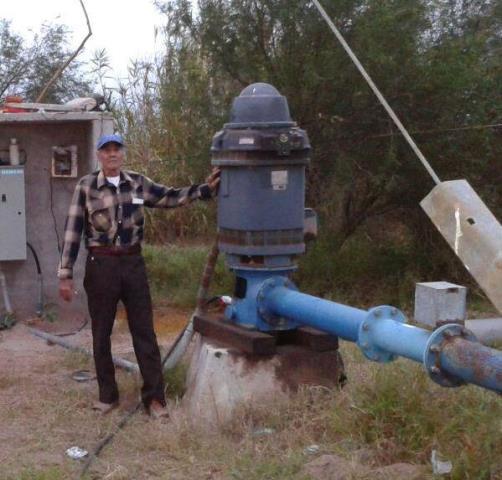 Timoteo Orozco instaló un sistema de bombeo para llevar agua a su rancho en BCS.
